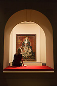 "A museum worker sits in front of a paining of Queen Elizabeth I by an Unknown artist. Press preview of the exhibition ""Elizabeth I & Her People"" at the National Portrait Gallery which explores the remarkable reign of Elizabeth I through the lives and portraiture of her subjects. Exhibition runs from 10 October 2013 to 5 January 2014."