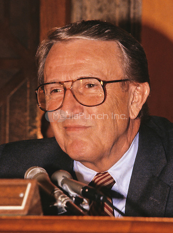 United States Senator Dale Bumpers (Democrat of Arkansas) questions a witness during the US Senate Oversight Committee hearing on the Wedtech Scandal involving the questionable award of government contracts in Washington, DC on September 9, 1987.  Former Senator Bumpers passed away on Saturday, January 2, 2016 at the age of 90.<br /> Credit: Arnie Sachs / CNP /MediaPunch