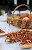 Europe/France/Gastronomie générale: Repas en plein air - Tarte aux fruits d'automne et aux pralines