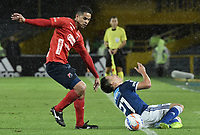 BOGOTA - COLOMBIA, 04-08-2018: Oscar Barreto (Der) jugador de Millonarios disputa el balón con Yulian Anchico (Izq) jugador de Deportivo Independiente Medellín durante partido por la fecha 3 de la Liga Águila II 2018 jugado en el estadio Nemesio Camacho El Campin de la ciudad de Bogotá. / Oscar Barreto (R) player of Millonarios fights for the ball with Yulian Anchico (L) player of Deportivo Independiente Medellin during the match for the date 3 of the Liga Aguila II 2018 played at the Nemesio Camacho El Campin Stadium in Bogota city. Photo: VizzorImage / Gabriel Aponte / Staff.