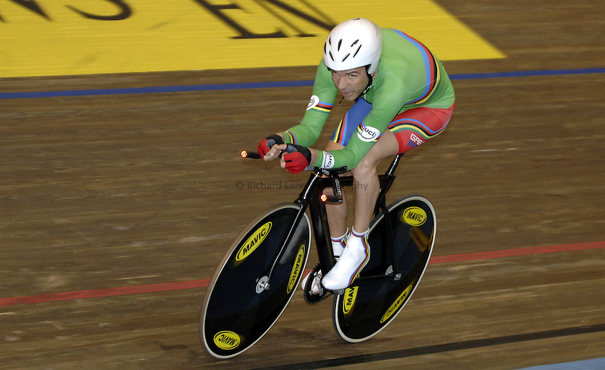 Photo: Richard Lane..VISA Paralympic World Cup 2007. Track Cycling. 11/05/2007. .Darren Kenny of Great Britain in the pursuit Final, male.