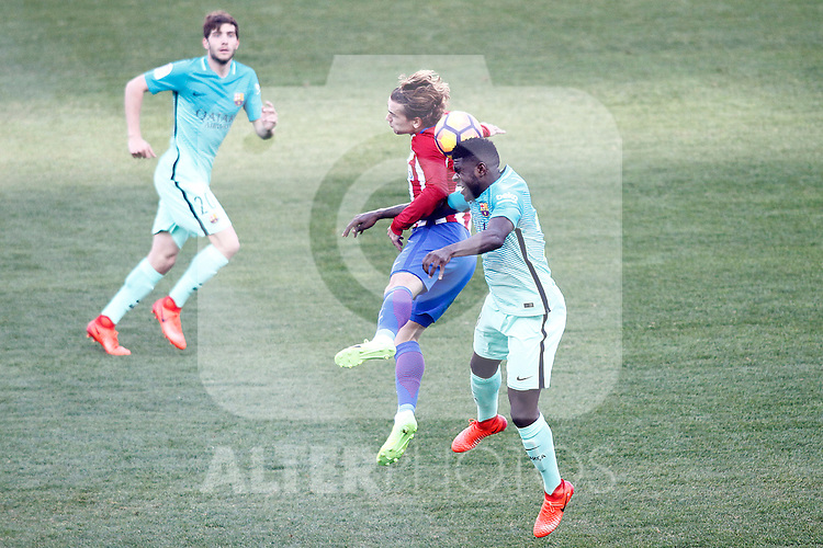 Atletico de Madrid's Antoine Griezmann (c) and FC Barcelona's Sergi Roberto (l) and Samuel Umtiti during La Liga match. February 26,2017. (ALTERPHOTOS/Acero)