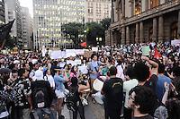 SAO PAULO, SP, 06 de junho 2013-  Manifestação contra o aumento das tarifas dos ônibus municipais de São Paulo, do Metrô e dos trens da CPTM (Companhia Paulista de Trens Metropolitanos) em frente ao Teatro Municipal FOTO:ADRIANO LIMA / BRAZIL PHOTO PRESS).
