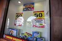 Querétaro, Qro. 6 de enero 2015. En diversas tiendas comerciales, los juguetes están hoy ya de remate, pasadas ya la compras del día de Reyes. Foto: Alejandra L. Beltrán / Obture Press Agency.