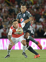 BOGOTÁ -COLOMBIA, 07-02-2016. Luis Manuel Seijas (Izq.) jugador de Santa Fe disputa el balón con Carlos Henao (Der.) jugador de Millonarios durante partido entre Independiente Santa Fe y Millonarios por la fecha 3 de la Liga Aguila I 2016  jugado en el estadio Nemesio Camacho El Campin de la ciudad de Bogota. / Luis Manuel Seijas (L) player of Santa Fe struggles for the ball with Carlos Henao (R) player of Millonarios during a match between Independiente Santa Fe and Cucuta Deportivo for the date 3 of the Liga Aguila I 2016 played at the Nemesio Camacho El Campin Stadium in Bogota city. Photo: VizzorImage/ Gabriel Aponte / Staff