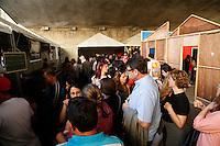 SAO PAULO, SP, 06 DE JULHO DE 2013. ARRAIAL DE SAO PAULO NO VALE DO ANHANGABAU. O projeto Chef's na rua vendem comidas tipicas nordestinas durante o Arraial São Paulo no Vale do Anhangabaú que acontece neste final de semana no centro de São Paulo. FOTO ADRIANA SPACA/BRAZIL PHOTO PRESS