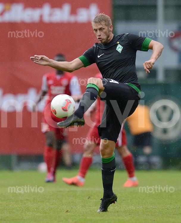 FUSSBALL   1. BUNDESLIGA   SAISON 2012/2013   TESTSPIEL  Werder Bremen - FC Energie Cottbus      20.07.2012 Aaron Hunt (SV Werder Bremen) Einzelaktion am Ball
