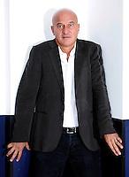"""L'attore Claudio Bisio posa durante un photocall per la presentazione del film """"Bar Sport"""", a Roma, 17 ottobre 2011..Italian actor Claudio Bisio poses during a photocall for the presentation of the movie """"Bar Sport"""" in Rome, 17 october 2011..UPDATE IMAGES PRESS/Riccardo De Luca"""