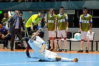 CALI -COLOMBIA-13-09-2016: Angellot Caro (Izq) jugador de Colombia disputa el balón con Farkhod Abdumavlyanov (Der) jugador de Uzbekistán durante partido del grupo A de la Copa Mundial de Futsal de la FIFA Colombia 2016 jugado en el Coliseo del Pueblo en Cali, Colombia. /  Angellot Caro (L) player of Colombia fights the ball with Farkhod Abdumavlyanov (R) player of Uzbekistan during match of the group A of the FIFA Futsal World Cup Colombia 2016 played at Metropolitan Coliseo del Pueblo in Cali, Colombia. Photo: VizzorImage/ NR / Cont
