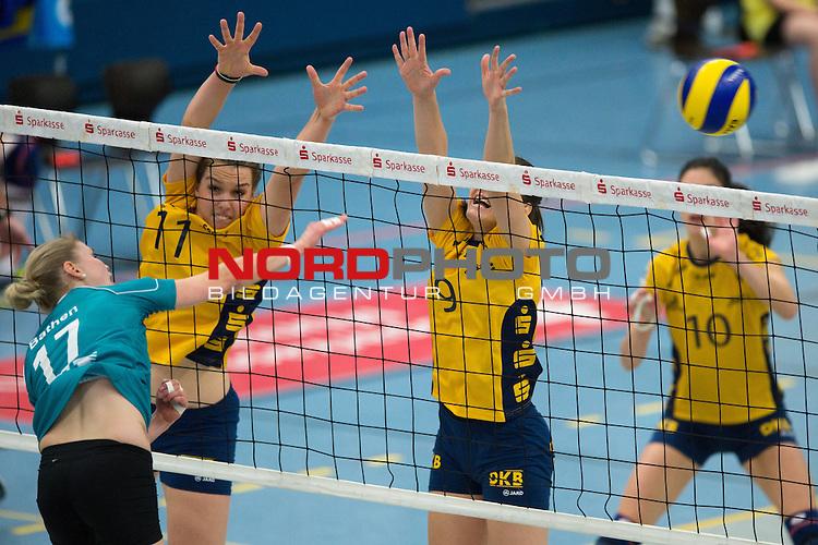 08.12.2013, Halle Berg Fidel, Muenster,  Volleyball, Bundesliga Frauen, USC M&radic;ľnster / Muenster vs. Schweriner SC<br />  <br /> <br /> Angriff Ines Bathen (#17 USC Muenster) - Block / Doppelblock Carina Aulenbrock (#11 Schwerin), Ivana Isailovic (#9 Schwerin)<br /> <br />   Foto &not;&copy; nordphoto / Kurth