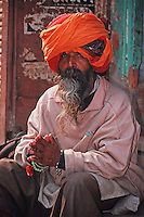 Portrait Rajpute man wearing a beard and a turban, Rajasthan, India, Asia