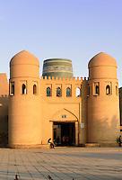 Ota-Tor zur Altstadt Ichan Qala, Chiwa, Usbekistan, Asien, UNESCO-Weltkulturerbe<br /> Ota-gate of hitoric city Ichan Qala, Chiwa, Uzbekistan, Asia, UNESCO heritage site