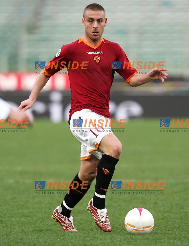 Daniele De Rossi (Roma)<br /> Italian &quot;Serie A&quot; 2006-07<br /> 11 Feb 2007 (Match Day 23)<br /> Roma-Parma (3-0)<br /> &quot;Olimpico&quot;-Stadium-Roma-Italy<br /> Photographer: Andrea Staccioli INSIDE
