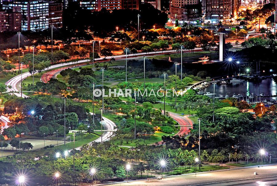 Vista noturna do Aterro do Flamengo. Rio de Janeiro. 2008. Foto de Ricardo Azoury.