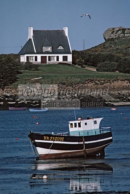 Europe/France/Bretagne/29/Finistère/Argenton: Maison sur le port et bateau