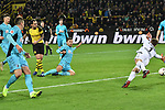 01.12.2018, Signal Iduna Park, Dortmund, GER, DFL, BL, Borussia Dortmund vs SC Freiburg, DFL regulations prohibit any use of photographs as image sequences and/or quasi-video<br /> <br /> im Bild Paco Alcacer (#9, Borussia Dortmund) macht das Tor zum 2:0<br /> <br /> Foto © nordphoto/Mauelshagen