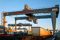 DUSS-Terminal Hamburg-Billwerder: EUROPA, DEUTSCHLAND, HAMBURG, (EUROPE, GERMANY), 05.12.2016: Deutsche Umschlaggesellschaft Schiene–Straße (DUSS) mbH, Terminal Hamburg-Billwerder ist eine wichtige Schnittstelle für den Umschlag von Ladeeinheiten zwischen Strasse und Schiene sowie im nationalen und internationalen Umsteigeverkehr zwischen Gueterzuegen.