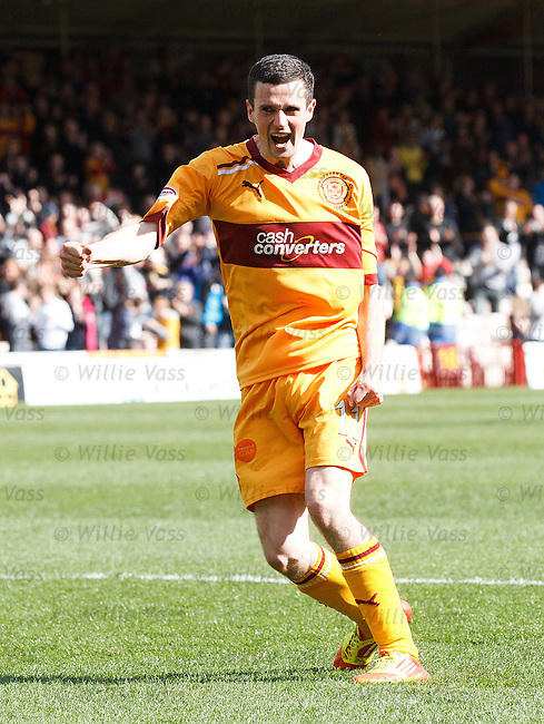 Jamie Murphy scores goal no 3 for Motherwell and celebrates