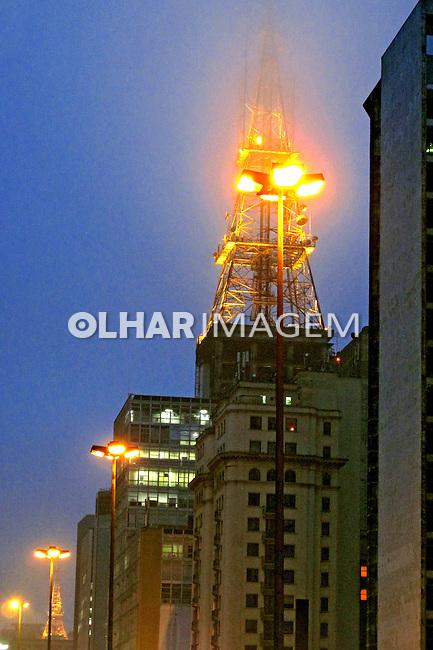 Torre de antena de televisão. São Paulo. 2009. Foto de Juca Martins.