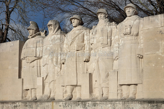Monument to the Sons of Verdun, built 1928 near the Porte Chaussee, by architect Forest and sculptor Claude Grange, 1883-1971, commemorating the 518 men of Verdun (510 soldiers, 8 civilians) who died in World War One, Verdun, Meuse, Lorraine, France. The monument bears the inscription 'On ne passe pas' as 5 French men form a barrier to German soldiers. Picture by Manuel Cohen