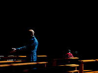 La relazione che lega la luce con il buio è spesso paradossale: riesce ad modificare la realtà proponendo scenari inattesi. Proposito del progetto LUX è quello di alterare la percezione che si ha osservando le forme umane che emergono dal buio: la sensazione di isolamento che la figura singola esprime, quasi ad essere isola irraggiungibile, fino al senso di caos prodotto dai gruppi di essere umani. Teatro della scena quasi sempre il Salento, dove la luce si riflette sulla pietra bianca dei palazzi e delle chiese per restituire colore o Roma, dove la grandezza dei palazzi di epoca fascista consentono alla luce di prevaricare il buio.