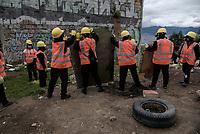 BOGOTA - COLOMBIA, 29-05-2020: Proceso de un desalojo voluntario de un habitante, el cual aceptó los acuerdos con la alcaldía local. Mas de 200 familias terminan el proceso de desalojo en el predio La Estancia al sur de Bogotá quedando sin ninguna ayuda ni un techo donde vivir durante la cuarentena total en el territorio colombiano causada por la pandemia  del Coronavirus, COVID-19. / Process of a voluntary eviction of an inhabitant, which accepted the agreements with the local mayor's office. More than 200 families are evicted from La Estancia farm at south of Bogota city and they left withoput any help and shelter to live during total quarantine in Colombian territory caused by the Coronavirus pandemic, COVID-19. Photo: VizzorImage / Mariano Vimos / Cont