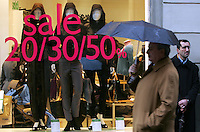 Apertura dei saldi invernali a Roma, 5 gennaio 2008..People pass past clothes shop in the first day of winter sales in Rome, 5 january 2008..UPDATE IMAGES PRESS/Riccardo De Luca