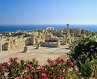 ZYPERN, bei Kourion: archaelogische Ausgrabungsstaette - Heiligtum des Apollo Ylatis (Gott der Waelder) | CYPRUS, near Kourion: archaelogical remains - sanctuary of Apollo Hylates