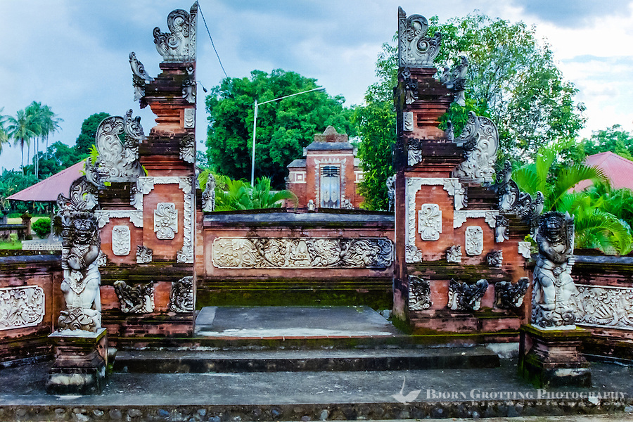 Nusa Tenggara, Lombok, Mataram. The Pura Lingsar temple with the entrance to the Wektu Telu temple.