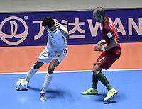 CALI -COLOMBIA-01-10-2016: Ahmad Esmaeilpour (Izq) jugador de Irán disputa el balón con Cardinal (Der) jugador de Argentina durante partido por la final de la Copa Mundial de Futsal de la FIFA Colombia 2016 jugado en el Coliseo del Pueblo en Cali, Colombia. /  Ahmad Esmaeilpour (L) player of Argentina fights the ball with Cardinal (R) player of Portugal during match of semifinal of the FIFA Futsal World Cup Colombia 2016 played at Metropolitan Coliseo del Pueblo in Cali, Colombia. Photo: VizzorImage/ Gabriel Aponte / Staff
