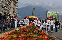 Pizza makers attemps to break the world record of the longest pizza in the world on seafront of Naples<br /> 18 may 2016<br />  to make it the 1,8 kilometers of baked wood-fired pizza for which were used: 2,000 kg of flour, 1600 kg of tomatoes, 2,000 kg of mozzarella, 200 liters of oil and 1500 liters of water.