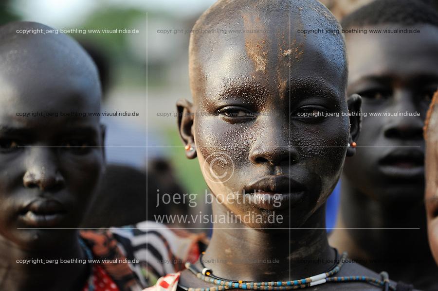 SOUTH-SUDAN  Bahr el Ghazal region , Lakes State, Dinka women at village festival in Mapuordit /SUED SUDAN  Bahr al Ghazal region , Lakes State, Diunka Frauen auf Dorf Festival in Mapuordit
