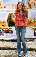"L'attrice statunitense Miley Cyrus posa durante un photocall per la presentazione del film ""Hannah Montana: The movie"" a Roma, 20 aprile 2009..U.S. actress Miley Cyrus poses during a photocall for the presentation of the movie ""Hannah Montana: The movie"" in Rome, 20 april 2009..UPDATE IMAGES PRESS/Riccardo De Luca"