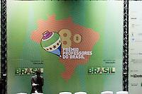 SÂO PAULO, SP, 11.12.2014 -8º PREMIO PROFESSORES - O prefeito de Sao Paulo Fernando Haddad e o Ministro da Educação  Henrique Paim  durante entrega do 8º Premio Professores do Brasil realizado no SESC Vila Mariana região sul de Sao Paulo, nesta quinta-feira, 11. (Foto: Carlos Pessuto / Brazil Photo Press).