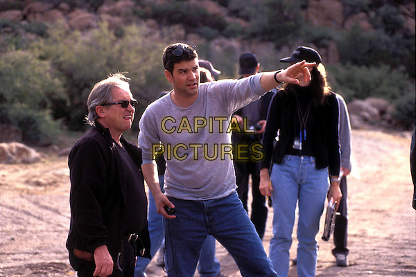 JOHN BARTLEY (CINEMATOGRAPHER ) &  ELLORY ELKAYEM (DIRECTOR).on the set of Eight Legged Freaks.Ref: FBAW.*Editorial Use Only*.www.capitalpictures.com.sales@capitalpictures.com.Supplied by Capital Pictures.
