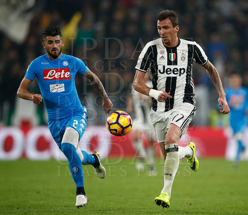 Calcio, Serie A: Juventus Stadium. Torino, Juventus Stadium, 29 ottobre 2016.<br /> Juventus' Mario Mandzukic, right, is chased by Napoli's Elseid Hysaj during the Italian Serie A football match between Juventus and Napoli at Turin's Juventus Stadium, 29 October 2016. Juventus won 2-1.<br /> UPDATE IMAGES PRESS/Isabella Bonotto
