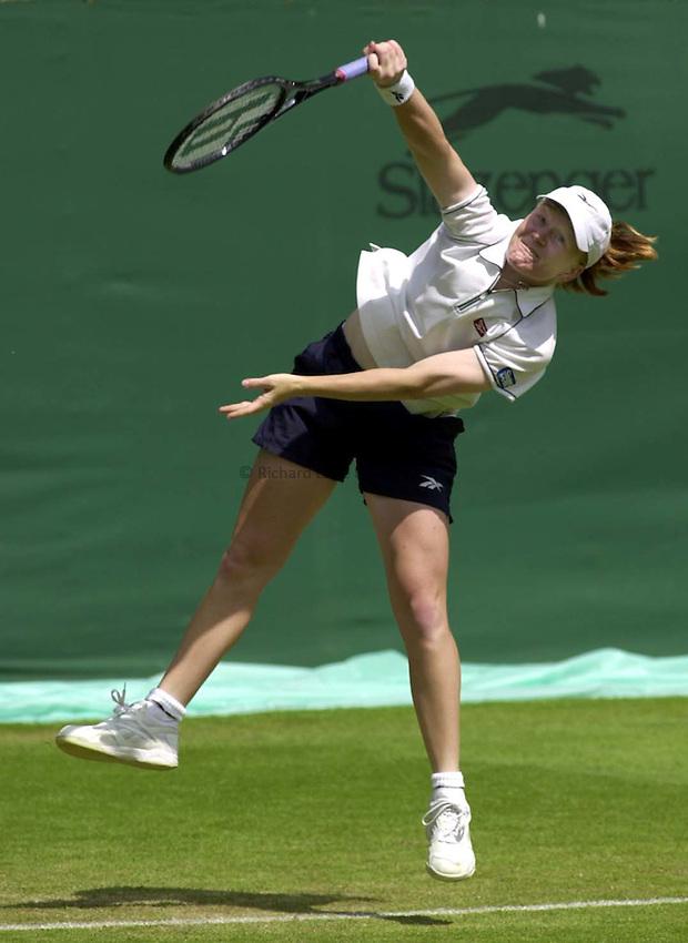 Photo. Richard Lane. .DFS Classic, Edgbaston, Birmingham. 15/6/2000.Louise Latimer serves during her Second Round against Tamasugarn.