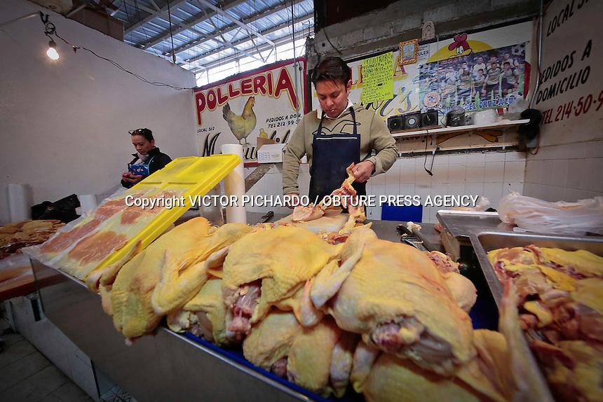 Quer&eacute;taro, Qro. 11 FEBRERO 2016.- Locatarios de distintos mercados de la capital queretanainvitan a la poblaci&oacute;n a consumir carnes blancas, pollo y productos del mar durante &eacute;sta temporada de Cuaresma en la que muchos fieles catolicos dejan de comer carnesde res y cerdo para guardar la Vigilia.<br /> Foto: Victor Pichardo / Obture Press Agency