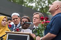 """Der """"Marsch der Muslime gegen Terrorismus"""" am Sonntag den 9. Juli 2017 in Berlin.<br /> Etwa sechzig Imame aus Frankreich und anderen europaeischen Laendern, darunter auch sechs Imame aus Berlin werden ab dem 9. Juli 2017 in europaeische Staedte fahren, wo es in den letzten Jahren besonders schwere islamistisch motivierte Terroranschlaege gegeben hat.In Berlin versammelten sie sich zusammen mit Mitgliedern der christlichen und juedischen Gemeinde an der Kaiser-Wilhelm-Gedaechtnis-Kirche in Berlin-Charlottenburg wo im Dezember 2016 einen Anschlag auf den Weihnachtsmarkt gegeben hatte.<br /> Der franzoesische Imam Hassen Chalghoumi aus dem Pariser Vorort Drancy engagiert sich seit vielen Jahren fuer ein friedliches Miteinander der Religionen, insbesondere im Verhaeltnis der Muslime zum Judentum. Zusammen mit seinem Freund, dem juedischen Schriftsteller Marek Halter, der seit Jahrzehnten in gleicher Weise engagiert ist hat er den """"Marche des musulmans contre le terrorisme"""" initiert. Sie wollen nach Bruessel, Paris, St.-Etienne-du-Rouvray, Toulouse und Nizza und dort oeffentlich fuer die Opfer beten und gegen einen Missbrauch des Islam durch Terroristen und menschenfeindliche Gruppen eintreten.<br /> Die Evangelische Kirche Berlin-Brandenburg-schlesische Oberlausitz unterstuetzt das Anliegen der """"Marche des musulmans contre le terrorisme"""". Der Landesbischof Dr. Markus Droege hat an dem Gebet der Muslime auf dem Breitscheidplatz als Gast teilgenommen und einen Segen fuer die Teilnehmer ausgesprochen.<br /> Im Bild: Landesbischof Droege sprich den Segen fuer die Teilnehmer.<br /> 9.7.2017, Berlin<br /> Copyright: Christian-Ditsch.de<br /> [Inhaltsveraendernde Manipulation des Fotos nur nach ausdruecklicher Genehmigung des Fotografen. Vereinbarungen ueber Abtretung von Persoenlichkeitsrechten/Model Release der abgebildeten Person/Personen liegen nicht vor. NO MODEL RELEASE! Nur fuer Redaktionelle Zwecke. Don't publish without copyright Christian-Ditsch.de, Veroeffentlichun"""