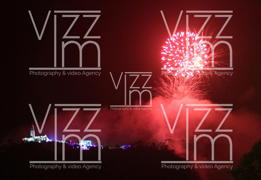 BOGOTA -COLOMBIA , 16- DICIEMBRE-2016. Juegos pirotécnicos en el Santuario de Monserrate que dan inicio a la novena de aguinaldos para los católicos colombianos. Photo: VizzorImage / Felipe Caicedo / Staff