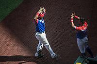 Ruben Gotay de los Criollos de Caguas de Puerto Rico celebra humerun Jesmuel Valentin (3) en el cierre del quinto inning , durante el partido de beisbol de la Serie del Caribe contra llos Alazanes de Gamma de Cuba  en estadio de los Charros de Jalisco en Guadalajara, México, Martes 6 feb 2018.  (Foto: AP/Luis Gutierrez)