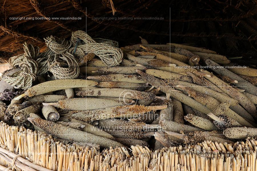 NIGER Zinder, village Zongon Soumaguela, millet storage as drought protection / NIGER Zinder, Erntespeicher mit Hirse im Dorf Zongon Soumaguela, oft reichen die Speicher fuer die lange Duerreperiode nicht aus und es droht Hungersnot