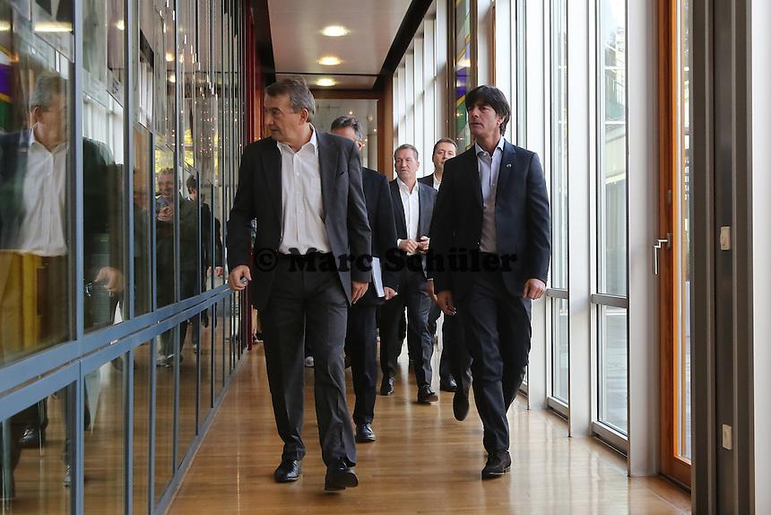 Bundestrainer Joachim Löw, DFB Generalsekretär Helmut Sandrock und DFB Präsident Wolfgang Niersbach - Vertragsverlängerung von Bundestrainer Joachim Löw, DFB Zentrale