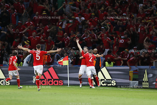 Wales team group (WAL), JULY 1, 2016 - Football / Soccer : Wales team group celebrate after Vokes's goal on UEFA EURO 2016 Quarter-finals match between Wales 3-1 Belgium at the Stade Pierre Mauroy in Lille Metropole, France. (Photo by Mutsu Kawamori/AFLO) [3604]
