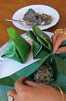 """Asie/Birmanie/Myanmar/Plateau Shan/Nyaungshwe: Lac Inle - Bouchée poudre de riz, ail, oignon, cuit à la vapeur dans une feuille de bananier - Recette de la """"Guest House Teak Wood"""""""
