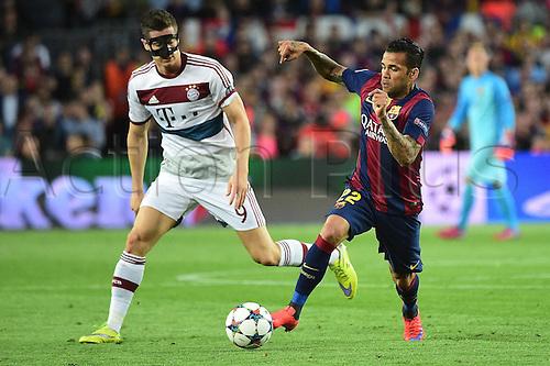 06.05.2015. Nou Camp, Barcelona, Spain, UEFA Champions League semi-final. Barcelona versus Bayern Munich.  Robert Lewandowski (FC Bayern Munich), Dani Alves (FC Barcelona)