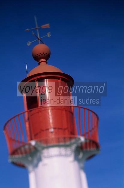 Europe/France/Normandie/Basse-Normandie/14/Calvados/Trouville: Le port - Détail du phare au bout de la jetée