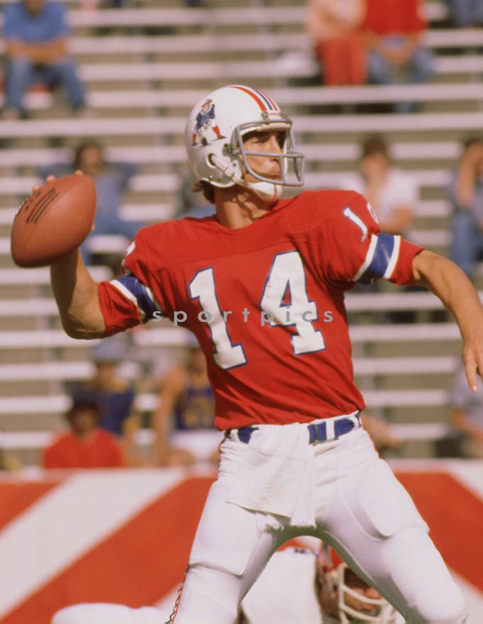 New England Patriots Steve Grogan (17)  during a game from his 1977 season with the New England Patriots. Steve Grogan played for 16 years, all with the New England Patriots.(SportPics)