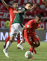 CALI - COLOMBIA, 14-04-2019: Yesus Cabrera del América disputa el balón con Juan Ignacio Dinenno del Cali durante partido por la fecha 15 de la Liga Águila I 2019 entre América de Cali y Deportivo Cali jugado en el estadio Pascual Guerrero de la ciudad de Cali. / Yesus Cabrera of America struggles the ball with Juan Ignacio Dinenno of Cali during match for the date 15 as part of Aguila League I 2019 between America Cali and Deportivo Cali played at Pascual Guerrero stadium in Cali. Photo: VizzorImage / Gabriel Aponte / Staff