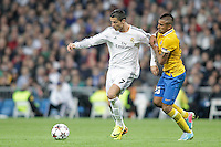 Real Madrid´s Cristiano Ronaldo (L) and Juventus´s Vidal during Champions League 2013-14 match in Bernabeu stadium, Madrid. October 23, 2013. (ALTERPHOTOS/Victor Blanco)